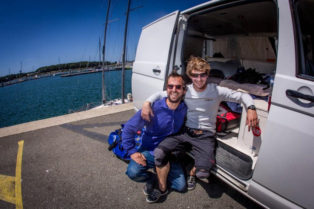 Armand, son van, et son partenaire